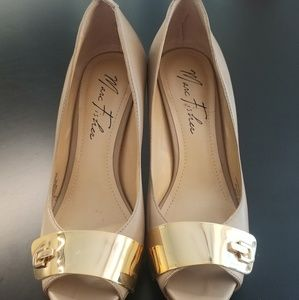 Marc Fisher tan heels with gold plate size 7